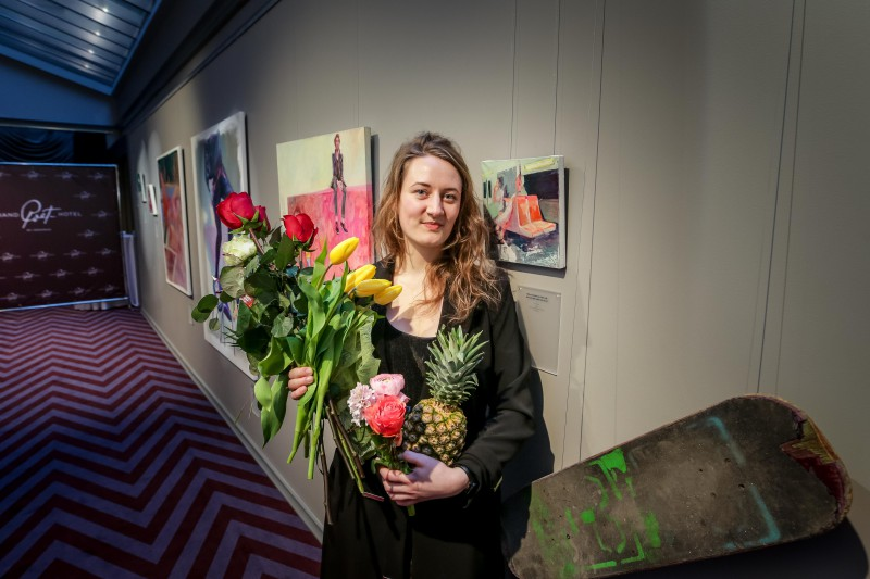 Atklāta gleznotājas Ellas Mežules personālizstāde; dizaina viesnīcas kolekcijā jau divu jauno latviešu mākslinieču gleznas