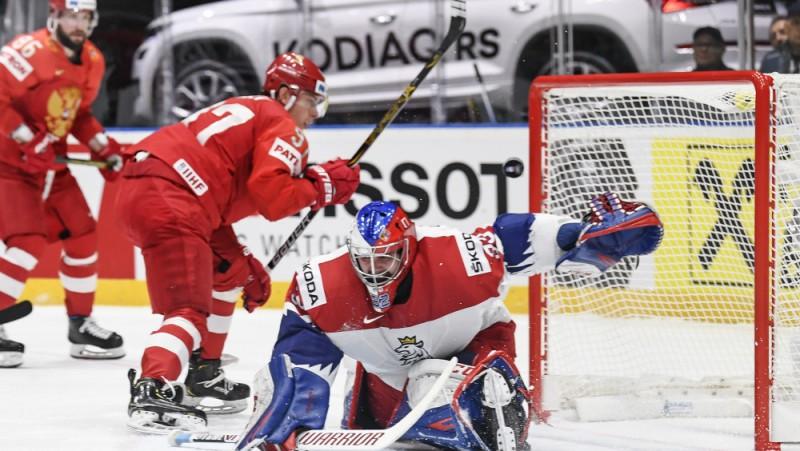 Krievija gūst trīs vārtus, atstāj sausā Čehiju un nostiprinās pirmajā vietā grupā