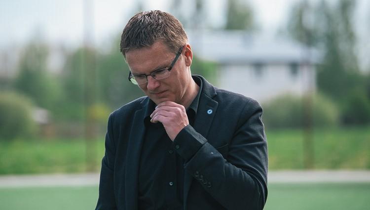 Riherts aizstāv Marianu, Pahars - Dambrausku, Kļosovs par prezidenta Adlana lomu