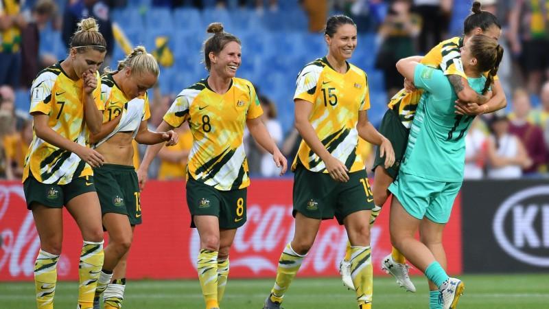 Austrālijas futbolistes izmanto brazīliešu kļūdas, no 0:2 panākot 3:2 uzvaru