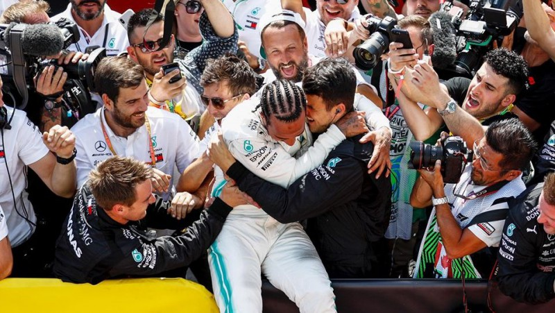 """""""Mercedes"""" inženieris: """"Mums paveicās, ka Hamiltons tika uz starta"""""""