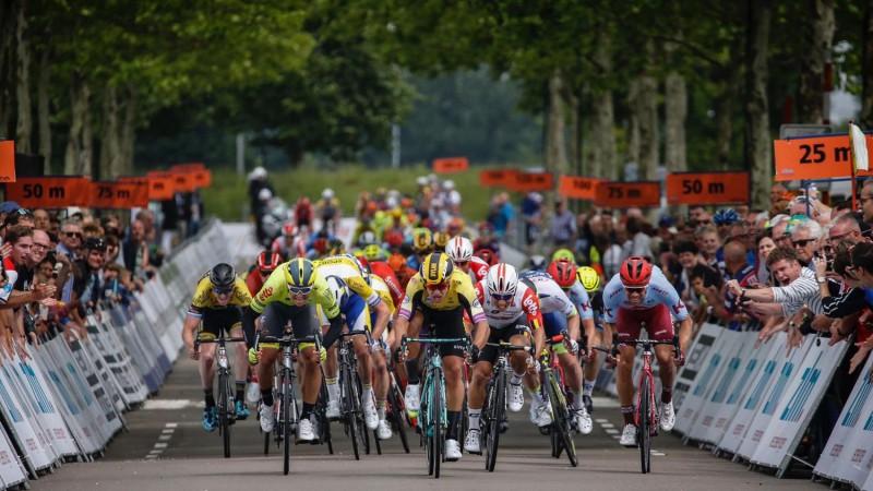 """Riteņbraucējs Liepiņš sprinta finišā izcīna otro vietu """"ZLM Tour"""" pirmajā posmā"""