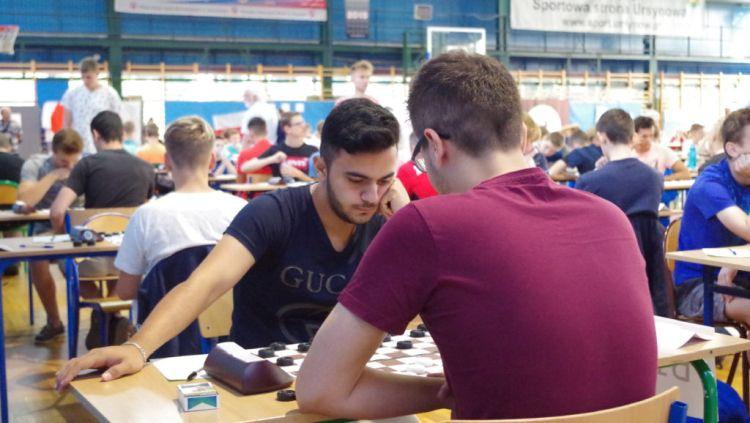 Eiropas jauniešu čempionātā dambretē Latvijas sportistiem trīs godalgas