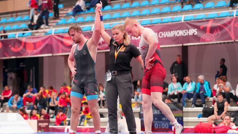 Cīkstonis Golubevs uzvar vienā pasaules junioru čempionāta duelī