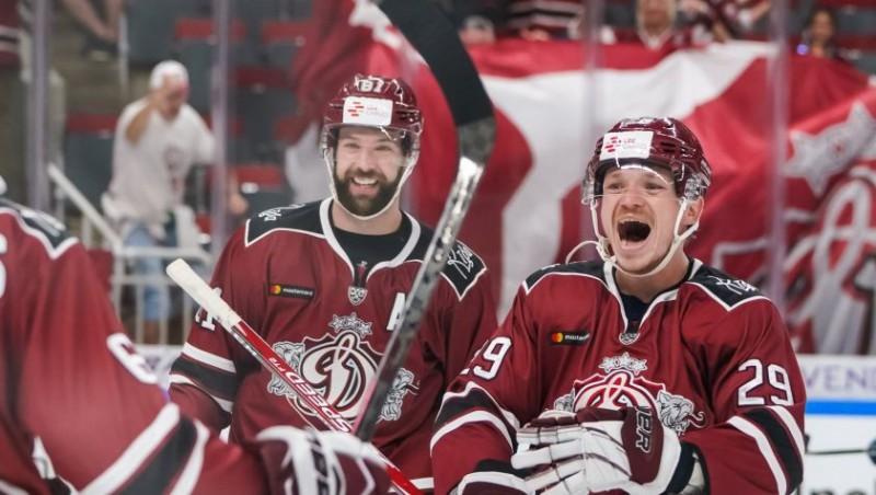 """Rīgas """"Dinamo"""" sezonas pirmajā izbraukumā būs ar 28 hokejistiem"""