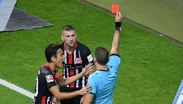 """""""Milan"""" jaunajam uzbrucējam Rebičam piecu spēļu diskvalifikācija Eirokausos"""