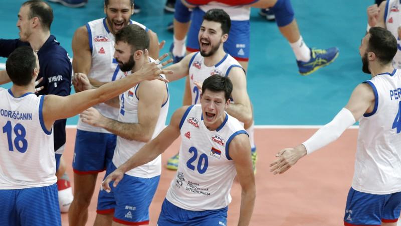 Serbi Parīzē šokē Franciju, ceturto reizi iekļūstot Eiropas čempionāta finālā