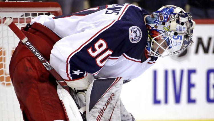 Merzļikins debitē NHL ar lielu zaudējumu, vārtus viņam iemet arī Bļugers