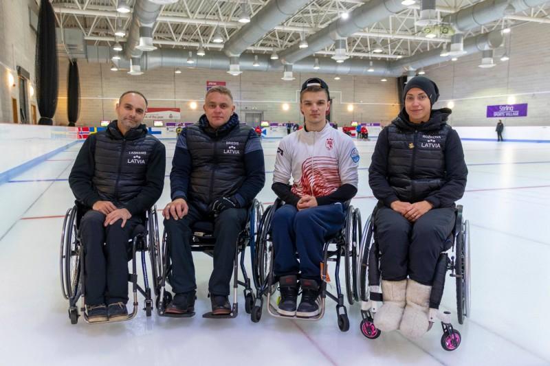 Ratiņkērlinga izlase spēcīgu komandu konkurencē izcīna 2.vietu turnīrā Šveicē