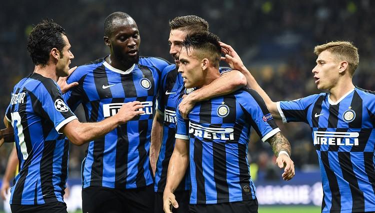 """""""Barcelona"""" grūti brīži Prāgā, """"Inter"""" pieveic Dortmundi un saasina situāciju"""