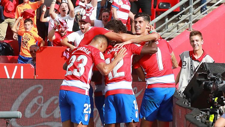 """Jaunpienācēja """"Granada"""", piepalīdzot El Clásico pārcelšanai, kļūst par turnīra līderi"""