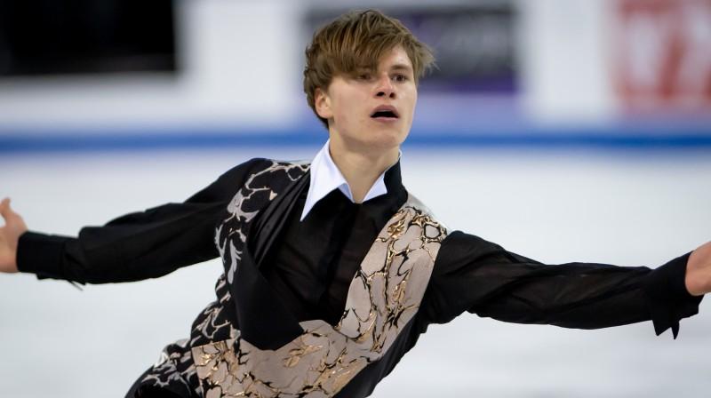 """Daiļslidotājs Vasiļjevs izcīna piekto vietu Kanādas """"Grand Prix"""""""