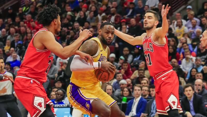 """Lebronam trešais triple-double pēc kārtas, """"Lakers"""" izcīna sesto uzvaru"""