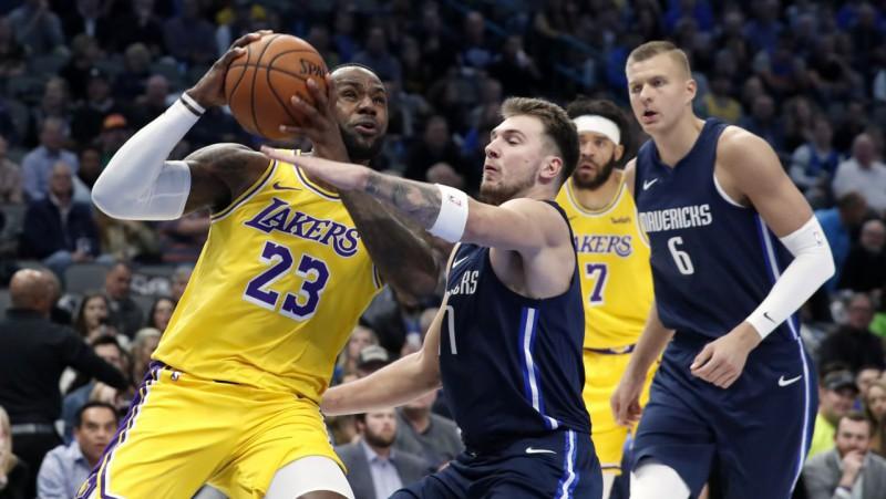 """""""Mavs"""" izaicina """"Lakers"""": Dončičs un Porziņģis pret Lebronu un Deivisu"""