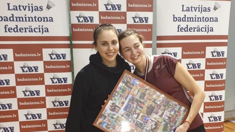 Savā pēdējā junioru čempionātā dominē Berga un Lencēviča