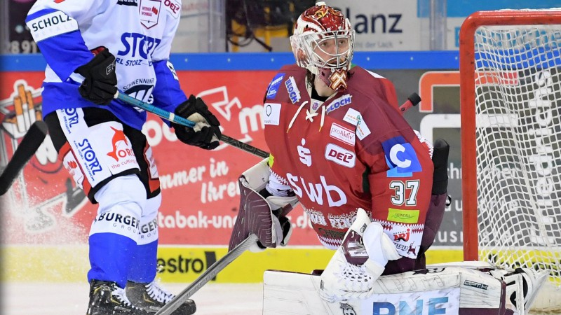 Gudļevskis Vācijas Hokeja līgā debitē ar 28 atvairītiem metieniem un uzvaru