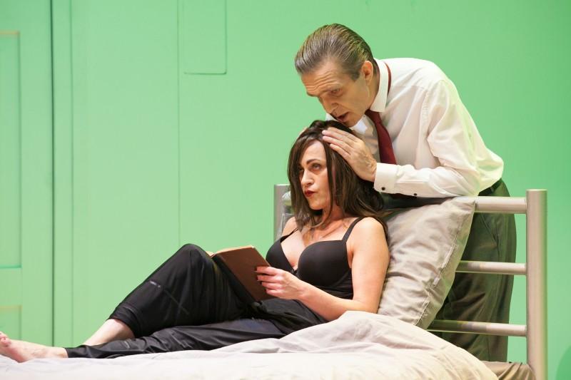 """Liepājas teātrī pēdējo reizi tiks spēlēta kamerkomēdija """"Zilā istaba"""""""