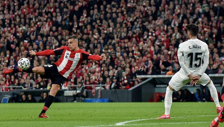 """""""Barca"""" izsitušais Bilbao """"Athletic"""" pusfināla pirmajā spēlē uzvar minimāli"""