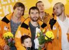 Foto: Latvijas hokeja varoņi atgriezušies no olimpiskajām spēlēm