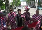 Video: Horvātu futbola fanu tautas dziesma Sentetjēnā