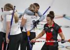 Kanādietes noliek čempionu pilnvaras, Dienvidkorejas kērlingistes dominē