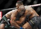Usmans dominē un kļūst par pirmo āfrikāņu UFC čempionu