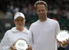 """Ostapenko un Lindsteds Vimbldonas finālā bez iespējām zaudē """"French Open"""" čempioniem"""