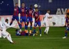 """Madrides """"Real"""" veic nokdaunu un ne bez pūlēm nosargā pārsvaru"""