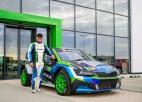 """Ošs prezentē unikālās """"Škoda Fabia Supercar"""" rallijkrosa mašīnas krāsojumu"""