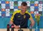 """Video: Jarmolenko ironizē par Ronaldu gājienu un aicina """"Coca-Cola"""" sazināties ar viņu"""