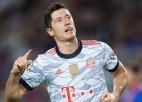 """Levandovskim divi vārti, """"Bayern"""" rikošetu spēlē saimnieko Barselonā"""