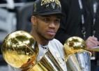 Divi latvieši, nemainīgi favorīti un līdzjutēji tribīnēs: sāksies 75. NBA sezona
