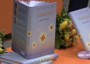 """Video: Klajā nākusi īstena Lielās dienas grāmata """"Saules gads. Lielā diena"""""""