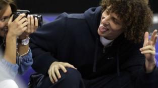 ''Chelsea'' aizsargs Luizs parodē žurnālisti