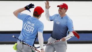 ASV kērlingisti izcīna vēsturisku zeltu olimpiskajās spēlēs