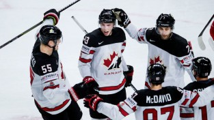 Kanāda papildlaikā pieveic Krieviju un iesoļo pusfinālā