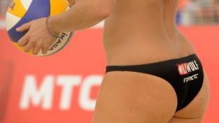 Bikini aizlieguma dēļ Vācijas pludmales dāmas nestartēs Kataras PK posmā