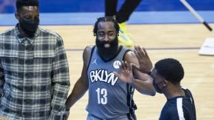 """Hārdens atgriežas Hjūstonā ar <i>triple-double</i>; Embīdam 40+19 uzvarā pret """"Jazz"""""""
