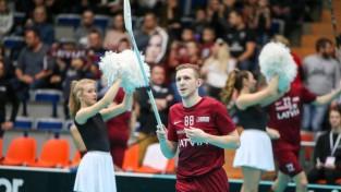 Latvijas vīriešu florbola izlase pirmajā pārbaudes spēlē cīnās neizšķirti