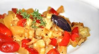 Seleriju un kabaču sacepums ar ķiplokiem un sieru