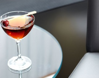 3 izcili viskija kokteiļi tumšiem ziemas vakariem