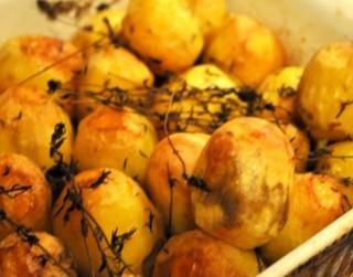 Krāsnī cepti kartupelīši ar timiānu