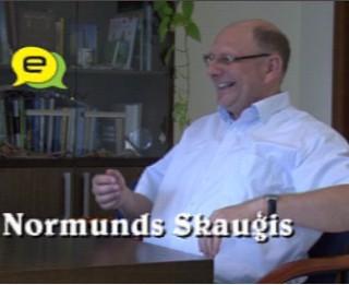 """Video: ''Strādāsim melnu muti šeit, nevis tur.."""" intervija ar Lāču maiznīcas vadītāju Normundu Skauģi"""