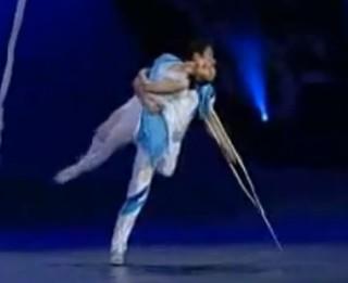 Video: Visu laiku aizkustinošākais dejas priekšnesums