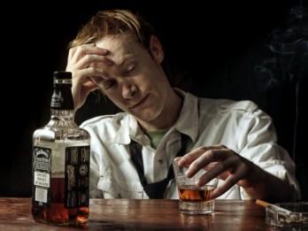 Pētījums: katrs desmitais Latvijas iedzīvotājs ārkārtas situācijas laikā alkoholu lieto vairāk nekā parasti