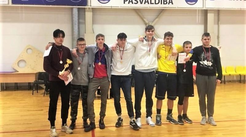 Ventspils 6. vidusskolas puišu komanda. Publicitātes foto