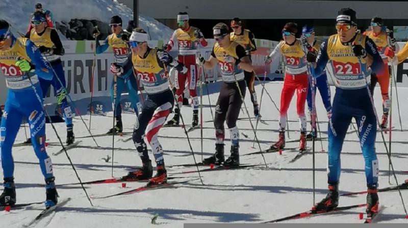 I.Bikše (Nr.29) gaida startu komandu sprintā. Šodien viņam otrais posms, bet pirmais uzsāks R.Vīgants. Foto: Jānis Puida.