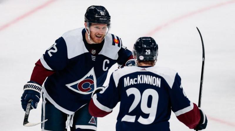 Gābriels Landeskūgs un Neitans Makinnons. Foto: USA Today Sports/Scanpix