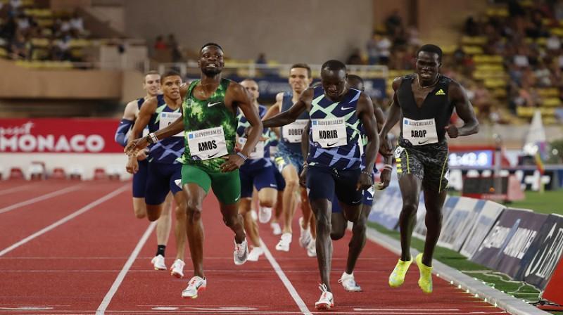 Ciešais finišs vīriešiem 800m. Foto: Scanpix/Reuters