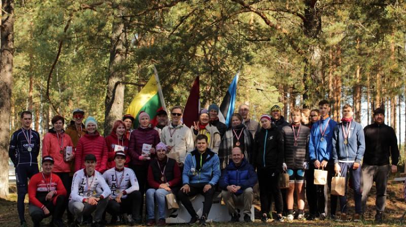 Čempionāta dalībnieki. Foto: Latvijas orientēšanās federācija.